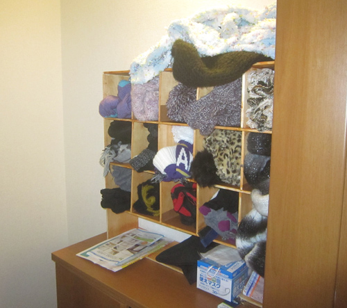 Tottori_Comic_042_ScarfShelf-SHELF